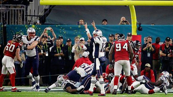 HOUSTON, TX - FEBRUARY 05:  Tom Brady #12 of the New England Patriots celebrates after a score against the Atlanta Falcons in the fourth quarter during Super Bowl 51 at NRG Stadium on February 5, 2017 in Houston, Texas.  (Photo by Gregory Shamus/Getty Images)
