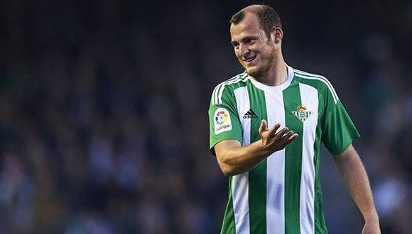 Roman Zozulya en un partido con el Betis. Foto tomada de El País.