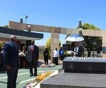 salvador-valdes-mesa-rinde-tributo-a-oliver-tambo-en-sudafrica