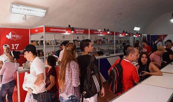 No pocos se dieron cita en este espacio para comprar el libro de su preferencia. Foto: Cinthya García Casañas.
