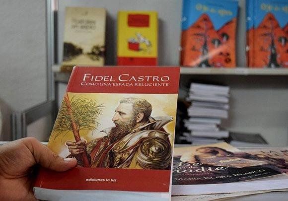 El libro Fidel Castro. Como una espada reluciente, muestra la calidad de las ediciones. Foto: Cinthya García Casañas/ Cubadebate.