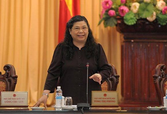 Tong Thi Phong, miembro del Buró Político del Comité Central del Partido Comunista de Vietnam y vicepresidenta del Comité Permanente de la Asamblea Nacional fue recibida por Raúl. Foto tomada de vietnamnet.vn
