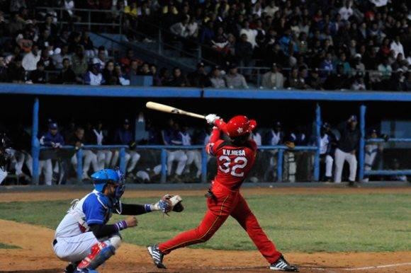 Víctor Víctor Mesa será el primer bate del equipo.. Foto tomada de Juventud Rebelde.