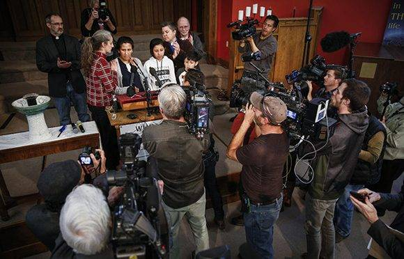 El caso de Vizguerra se ha conocido en los Estados Unidos y los medios de comunicación acuden a la iglesia de Denver para entrevistarla. Foto: Getty Images.