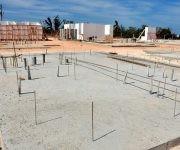 Tres viviendas en proceso de montaje y una veintena de cimientos, muestra el proyecto de construcción de petrocasas en Maisí, que a largo plazo planifica la creación de tres nuevos barrios en Limones, la Punta y Los Llanos. Fotos: Lorenzo Crespo Silveira