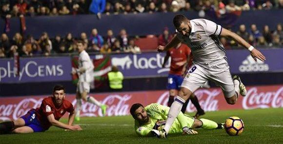 Benzema no tuvo un buen partido, luego de asistir a Cristiano en el primer gol, falló todos los pases y disparos importantes. Foto:  Álavo Barrientos/ AP.