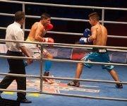 El cubano Yosbany Veitía (blanco), de la categoría de los 52 kg. frente al argentino Ramón Quiroga, en la VII Serie Mundial de Boxeo, en el Coliseo de la Ciudad Deportiva en La Habana, el 17 de febrero de 2017. ACN FOTO/Diana Inés RODRÍGUEZ RODRÍGUEZ/