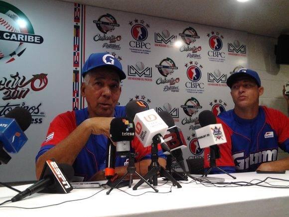 Carlos Martí y Lázaro Blanco en la Conferencia de Prensa tras el juego, Serie del Caribel, 1 de febrero de 2017. Foto: Joel García / Trabajadores / Cubadebate