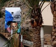Parte de la casa y mural de Miguel Hernández junto a las faldas de la Sierra Oriolana. Foto: Jennifer Romero.