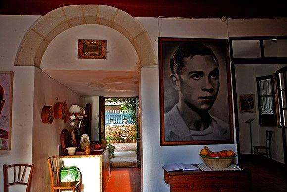 Interior de la casa del poeta Oriolano. Foto: Jennifer Romero.