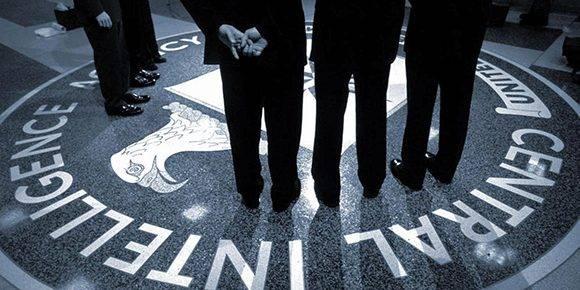 """Donald Trump nombró a Gina Haspel como subdirectora de la CIA. La agente tiene 60 años, trabajó encubierto y dirigió en Tailandia el primero de los centros clandestinos de detención conocidos como """"black sites"""". Foto: Yahoo."""