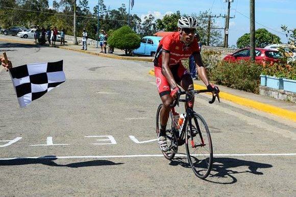 Pedro Portuondo, de Santiago de Cuba, vence en la segunda  etapa Guantánamo-La Gran Piedra (116 km) del IV Clásico Nacional de Ciclismo de ruta, el15 de febrero de 2017. ACN  FOTO/Calixto N. LLANES/Juventud Rebelde/sdl
