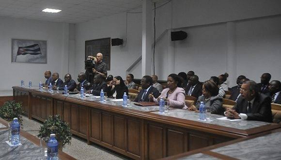 Apertura de la XIII Sesión de la Comisión Intergubernamental para la Colaboración Económica y Científico Técnica entre Cuba y Angola. Salón de Protocolo del Ministerio del Comercio Esterior y la Inversión Extranjera de Cuba, en La Habana, el 24 de febrero de 2017. Foto: Oriol de la Cruz Atencio/ ACN.