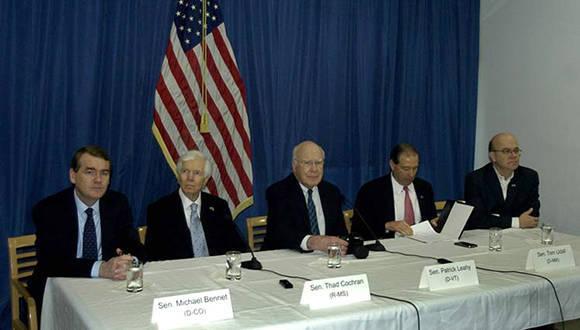 Conferencia de prensa-  La delegación de congresistas norteamericanos que visita Cuba, presidida por el senador demócrata Patrick Leahy, ratificó hoy el deseo de la mayoría de los miembros del Capitolio de consolidar las relaciones entre Estados Unidos y la nación caribeña. lugar embajada de Estados Unidos en cuba