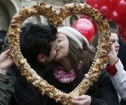 En 1969, el Día de San Valentín fue eliminado del calendario litúrgico tradicional de la Iglesia Católica, pero la fecha ya era tradición en diversas partes del mundo. Foto: Getty.