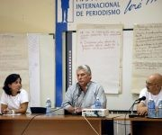 El vicepresidente de Cuba, Miguel Díaz-Canel, en el II Encuentro de Jóvenes Periodistas, a su lado Antonio Moltó, presidente de la UPEC y la joven periodista Yohana Lezcano. Foto: Yoandry Ávila/ Cuba Periodistas.