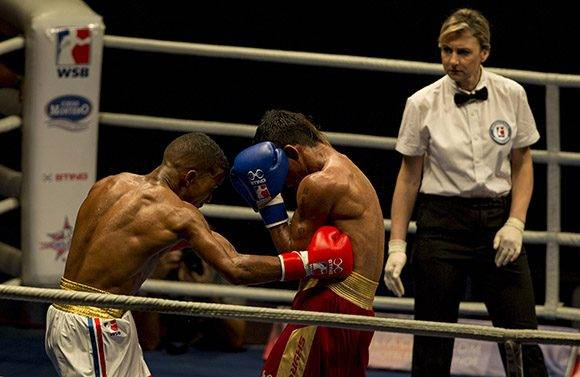 El 56 kg Javier Ibáñez derrotó a Yoni Blanco. Foto: Ismael Francisco/ Cubadebate.