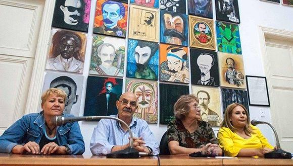 Aixa Hevia (I), Vicepresidenta Primera de la Unión de Periodistas de Cuba (UPEC), Antonio Moltó Martorell (centro izq.), Presidente de la UPEC, la periodista de Juventud Rebelde Juana Carrasco (centro der.), Presidenta del Jurado, y Bárbara Doval (D), Vicepresidenta de la UPEC, durante la entrega de los Premios Nacionales de Periodismo José Martí por la Obra de la Vida 2016, en la sede de la UPEC, en La Habana, el 24 de febrero de 2017. ACN FOTO/ Diana Inés RODRÍGUEZ RODRÍGUEZ/ rrcc
