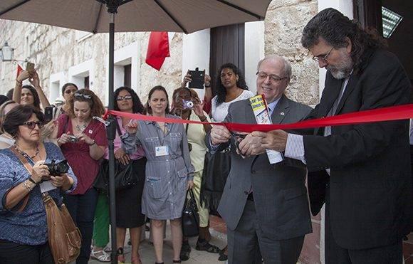 George Furey, presidente del Senado canadiense, y de Abel Prieto, ministro de Cultura de Cuba