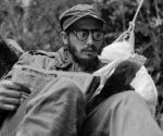 Durante la 26 Feria Internacional del Libro se han dedicado diversos paneles y presentaciones de libros al Comandante en Jefe. Fidel era un ávido lector y estimulo el hábito de la literatura en el pueblo cubano. La imagen es de 1957 en la Sierra Maestra. Fuente. Fidel Soldado de las Ideas.