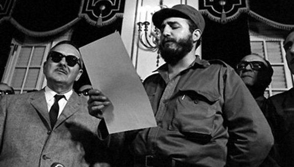 Vestido de verde olivo, Fidel tomó posesión y pronunció su discrurso como Primer Ministro. Foto: Archivo.
