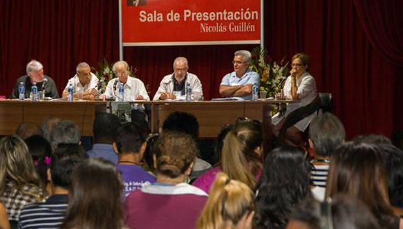 Coloquio: Fidel, política y cultura, en la XXVI Feria Internacional del Libro, en la fortaleza San Carlos de La Cabaña, en La Habana, Cuba, el 10 de febrero de 2017. Foto: Rafael Fernández Rosell/ACN.