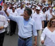 Guillermo Lasso va en segundo lugar en las encuestas. Foto: Reuters.