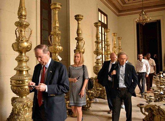 Legisladores demócratas Patrick Leahy, Tom Udall, Michael Bennet y el representante Jim McGovern, visitan la sede institucional de la ANPP.