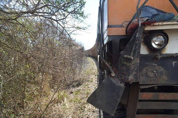 En el momento del impacto, el tren venía cargado de caña. Foto: Carlos Luis Sotolongo/ Escambray.