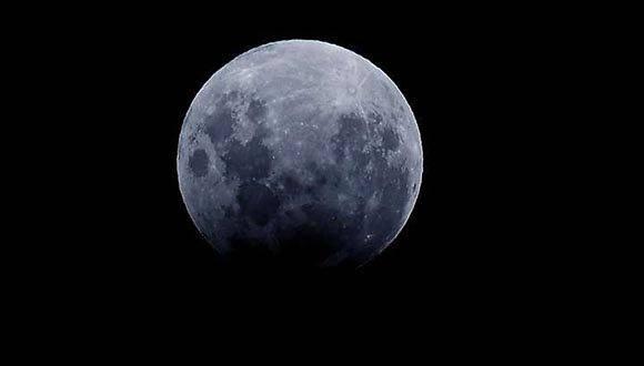 El eclipse lunar visto desde Trelew, en Argentina. Foto: Daniel Feldman/ El Clarín.