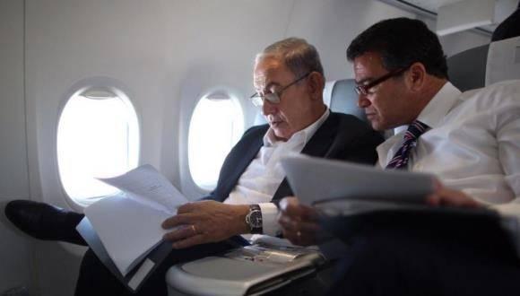 El Jefe de la Mossad, Yossi Cohen, junto al premier israelí, Benjamín Netanyahu. Foto: Twitter Benjamín Netanyahu.