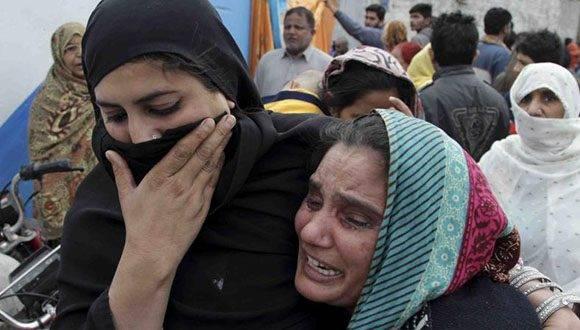 Un atacante suicida del Estado Islámico detonó sus explosivos el jueves en un famoso templo sufí en Pakistán. Foto: Agencias.