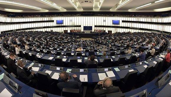 Miembros del parlamento europeo dan luz verde a acuerdos con Cuba. Foto: AFP/ Patrick Hertzog.