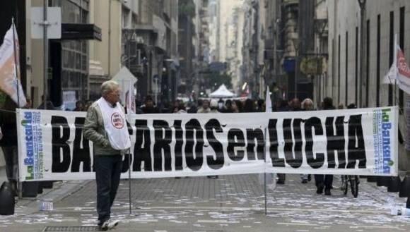 Trabajadores de los bancos argentinos convocan a paro de 72 horas. Foto: Entorno Inteligente.