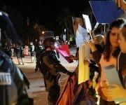 Manifestantes contra Trump en Florida. Foto: Getty Images.