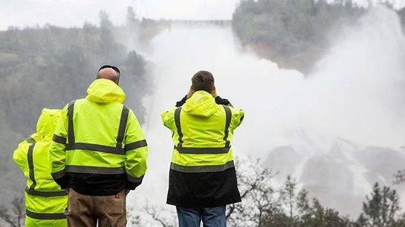 Las autoridades del estado de California ya han evacuado al menos a 180.000 residentes de los condados de Butte y Yuba que viven cerca de la presa de Oroville. Foto: Max Whittaker/ Reuters.