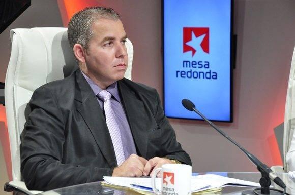 Vladimir Regueiro Ale, Director de Ingresos del MFP es panelista habitual en el espacio radio-televisivo para comentar de estos temas. Foto: Roberto Garaicoa/ Cubadebate.