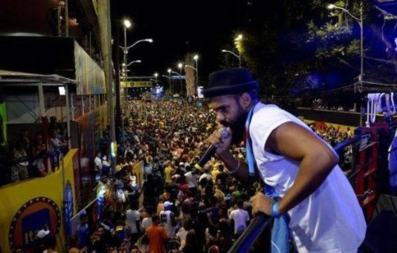 La protesta de la banda Sistema Baiana sucedió cuando algún canal de televisión transmitía en directo el carnaval de Bahía. Foto tomada de radioandaiafm.com.br