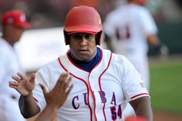 El pelotero cubano Alfredo Despaigne, durante el segundo partido entre los Alazanes de Granma y los Criollos de Caguas, de Puerto Rico, en la LIX Serie del Caribe de Béisbol, en el estadio de los Tomateros de Culiacán, México, el 3 de febrero de 2017. ACN FOTO/Ricardo LÓPEZ HEVIA/sdl
