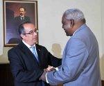 Recibe Esteban Lazo Hernández (D), presidente de la Asamblea Nacional del Poder Popular (ANPP) a José Carlos Mahía, presidente de la Cámara de Representantes del Uruguay y a la delegación que lo acompaña, en el Capitolio, sede Institucional de la ANPP, La Habana, Cuba, el 23 de marzo de 2017. Foto: Tony Hernández Mena / ANPP
