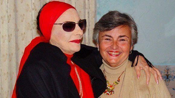 Alicia Alonso junto a Miriam Vila, coordinadora general del Festival La Huella de España. Foto: Nancy Reyes.