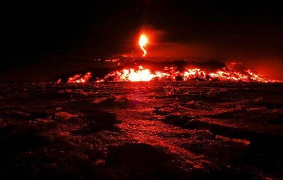 El Etna, ubicado en Sicilia, entró nuevamente en erupción. Foto: Antonio Parrinello / Reuters.