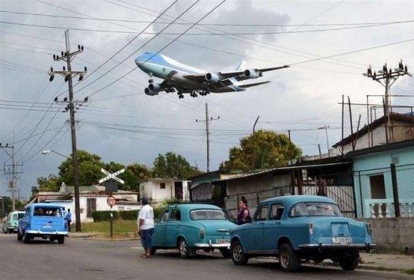 La imagen del Air Force One cerca de aterrizar en La Habana. Foto: Yander Zamora.