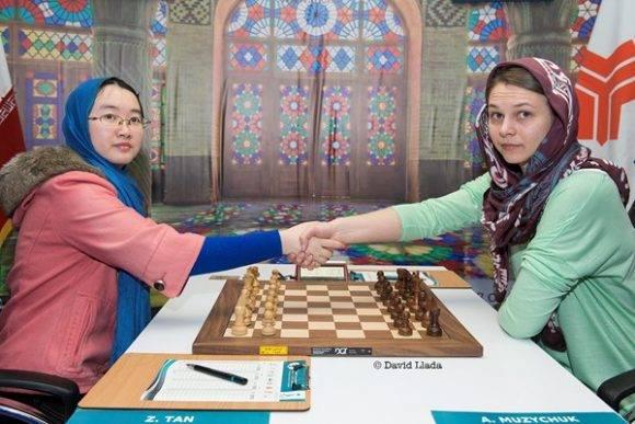 Anna Muzychuk y Tan Zhongyi se enfrentan en la final. Foto tomada de Chessbase.