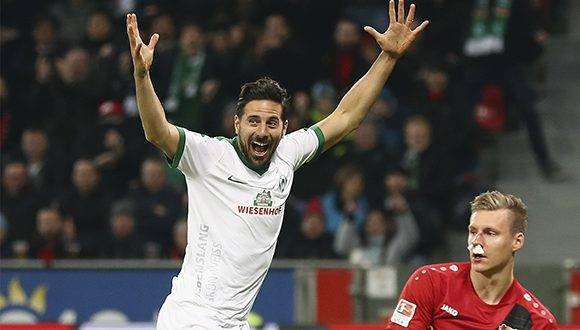 Claudio Pizarro celebra el gol en su partido 200 con el Werder Bremen. Foto tomada de D'ENGANCHE.