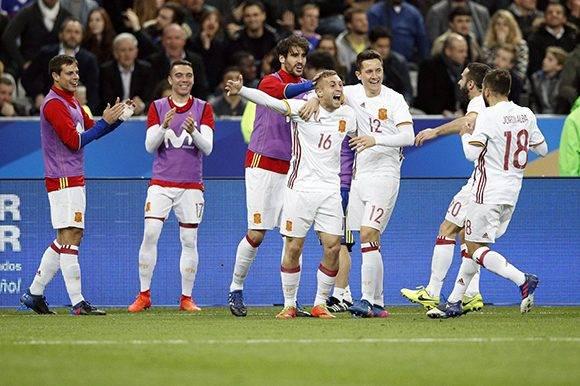 Deulofeu (16) entró y anotó para España. Foto: Yoan Valat/ EFE.