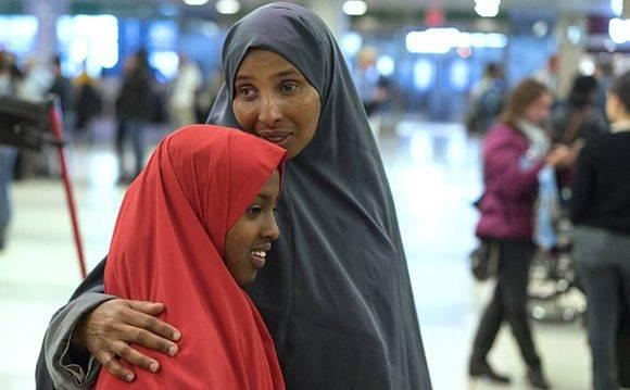 Dos mujeres somalíes en el aeropuerto de Nueva York, la semana pasada. Foto: Craig Ruttle/ AP.