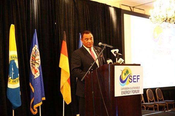 El primer ministro de Bahamas, Perry Christie, sostiene que las instituciones financieras necesitan hacer una consideración especial de las circunstancias únicas de su país. Foto: Desmond Brown/ IPS.
