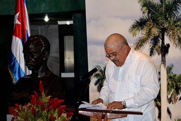 Pedro de la Hoz leyó unas palabras de agradecimiento en nombre de los galardonados. Foto: Cinthya García Casañas/ Cubadebate.