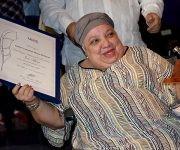 Isabel Moya recibe su premio. Foto: Cinthya García Casañas/ Cubadebate.
